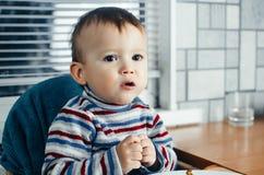 A criança mastiga a carne Fotografia de Stock Royalty Free