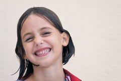 Criança molhada com sorrir forçadamente de queijo Imagens de Stock
