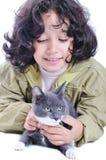 Criança muito bonito com um gato Fotografia de Stock Royalty Free
