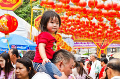 A criança não identificada, idade aproximadamente 5 anos velho, comemora o Ne chinês Fotografia de Stock Royalty Free