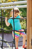 Criança na área do campo de jogos no dia ensolarado Fotografia de Stock