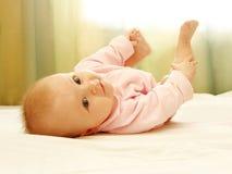 A criança na cama Fotografia de Stock