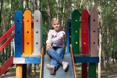 Criança na camisa ucraniana do estilo em um balanço Fotografia de Stock Royalty Free