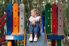 Criança na camisa ucraniana do estilo em um balanço Imagens de Stock Royalty Free