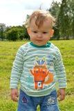 A criança na camiseta listrada Retrato fotos de stock royalty free