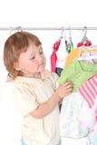 Criança na loja da roupa Fotografia de Stock