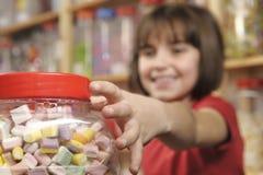 Criança na loja doce Fotos de Stock