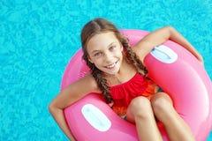 Criança na piscina Fotografia de Stock Royalty Free