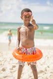 Criança na praia no roupa de banho Imagens de Stock Royalty Free