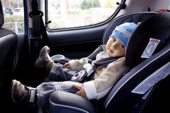 Criança no carro foto de stock royalty free