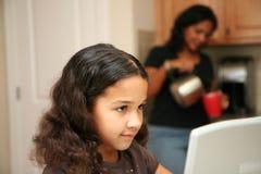 Criança no computador Imagem de Stock