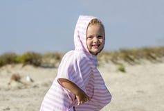 Criança no lado de mar fotos de stock