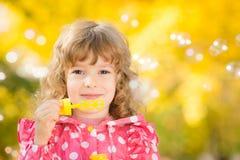 Criança no outono imagem de stock royalty free
