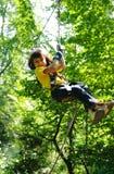 Criança no parque da aventura imagens de stock royalty free