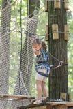 Criança no parque da aventura Fotos de Stock Royalty Free