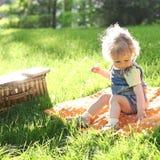 Criança no parque do verão Fotos de Stock