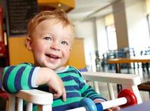Criança no restaurante Fotos de Stock Royalty Free