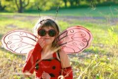 Criança no traje do joaninha Fotografia de Stock