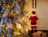 Criança no traje Santa Claus Foto de Stock Royalty Free