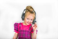 Criança nos fones de ouvido Fotos de Stock