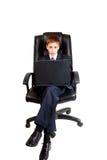 Criança nova do negócio que usa o portátil imagem de stock