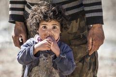 Criança olhando fixamente Fotografia de Stock Royalty Free
