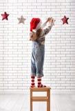 A criança pendura as estrelas Foto de Stock Royalty Free