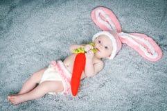 Criança pequena com orelhas de coelho. Imagens de Stock Royalty Free