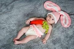Criança pequena com orelhas de coelho. Fotografia de Stock Royalty Free