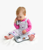 A criança pequena com telefone Imagens de Stock Royalty Free