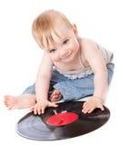 A criança pequena com um registro de gramofone preto Imagens de Stock