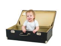 Criança pequena em uma mala de viagem Imagens de Stock