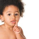 Criança pequena encantadora que mostra algo imagem de stock royalty free