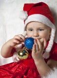 Criança pequena no chapéu do Natal Foto de Stock Royalty Free