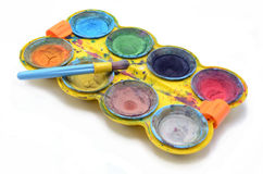 A criança pinta cores de água Imagens de Stock