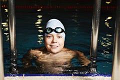 Criança positiva na piscina imagens de stock