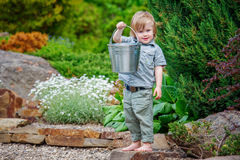 Criança positiva no jardim foto de stock royalty free