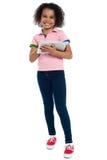 Criança preliminar com um PC da tabuleta que sorri alegre fotos de stock royalty free