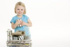 Criança que ajuda com recicl imagem de stock