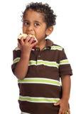 Criança que come Apple Fotografia de Stock