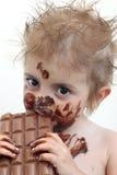 Criança que come o chocolate fotos de stock