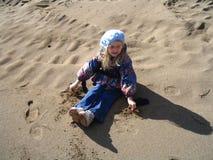 Criança que comemora a chegada da mola Fotos de Stock Royalty Free