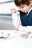 Criança que conta o dinheiro Imagens de Stock Royalty Free