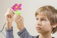 Criança que cria com a pena 3D Imagem de Stock Royalty Free
