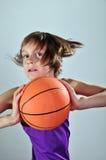 Criança que exercita com bola Fotos de Stock