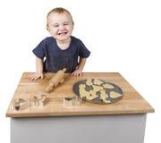 Criança que faz bolinhos Fotografia de Stock