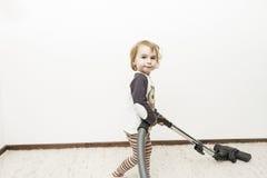 Criança que faz a tarefa de agregado familiar Imagem de Stock