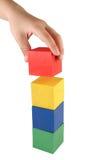 Criança que faz a torre Fotografia de Stock Royalty Free