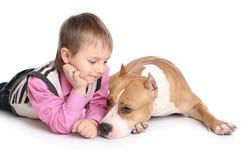 Criança que joga com o cão Imagens de Stock Royalty Free