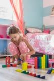 Criança que joga em casa Fotos de Stock Royalty Free